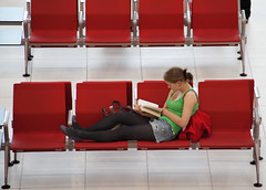 Girl reading a book (Ricardo Carreon) Tags: uk inglaterra england people woman london topf25 girl reading book airport mujer chica heathrow candid leer femme mulher libro aeroporto read couch sofa londres gb sillon livro aeropuerto ler terminal5 lectura leitura challengeyouwinner