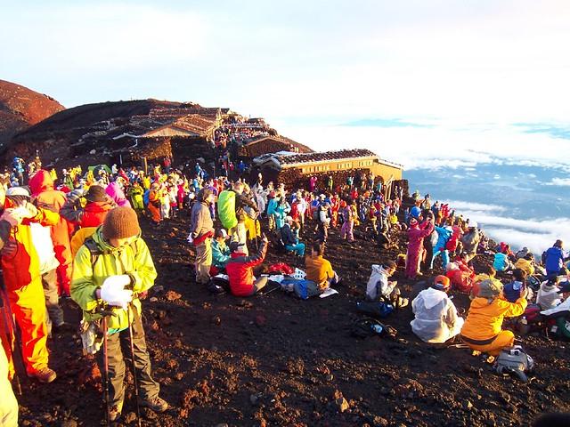 富士山頂でご来光(富士山登山2009) Climbing Mt.Fuji