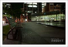 Sans titre | Square Victoria (Pierre-Luc Daoust) Tags: montral mtro stm soir fontaine nuit parc banc squarevictoria socitdetransportdemontral objectif1755mmf28gafsdxnikon appareilnikond300