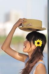 [フリー画像] 人物, 女性, アジア女性, 横顔, 帽子・キャップ, 台湾人, 201106081500