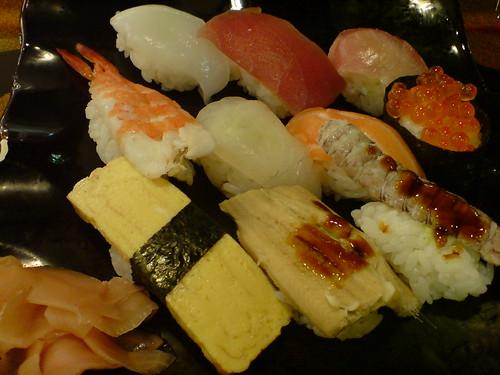 你拍攝的 機場的壽司套餐。