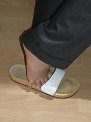 barefoot on wood (flip19702001) Tags: woman feet foot barefoot amputee barfuss descalza