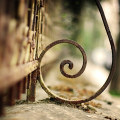 : 91/365 (helen sotiriadis) Tags: canon fence square spiral published dof bokeh perspective athens depthoffield greece swirl 365 356 canonef50mmf14usm kifissia canoneos40d bokehwhores toomanytribbles