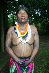 Embera Wounaan lady in Sambú (sensaos) Tags: people rio america river amazon indian culture tribal jungle latin latino panama tribe indios darien embera islas cultura cultural indio indigenous amazonas peuple famke mensen indigena amazone comarca wounaan emberá sambu darién wounan sensaos emberawounaan emberáwounaan sambú