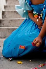 Dulces Caer (chαblet) Tags: méxico df niños piñata dulces azúl α100 chablet