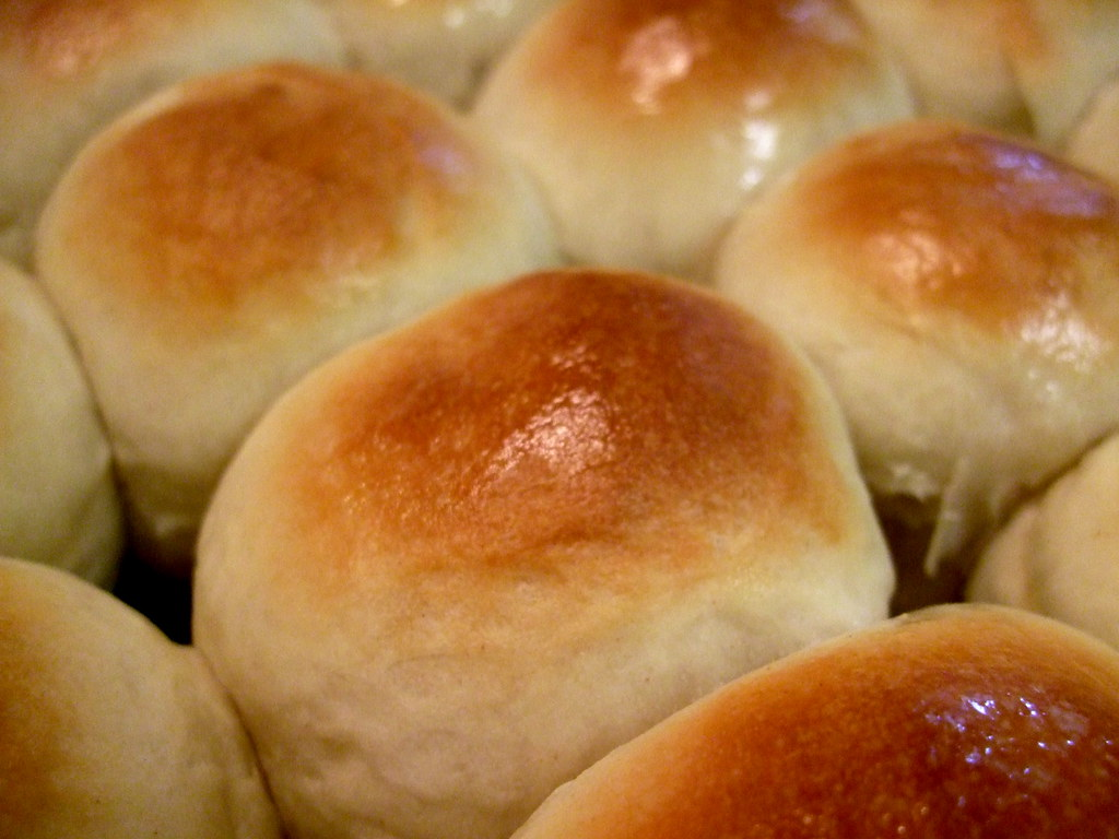 The Cast-Iron Darling: OM NOM Parker House Rolls