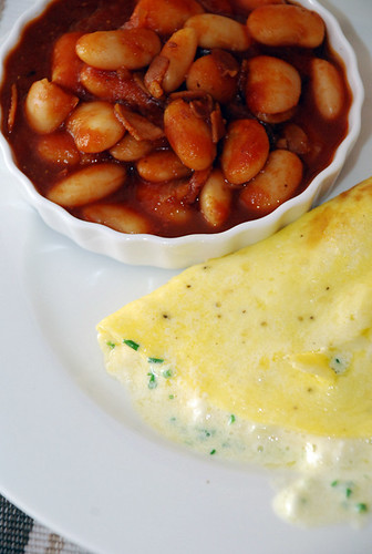 Puffed Omlette & Maple Baked Beans