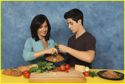 david-henrie-pamper-mom-04