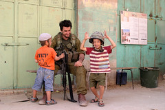 Hebron Kids Israel IDF Soldier  Soldat   (Thomas Rassloff) Tags: old city berlin kids germany children soldier army deutschland israel war fotograf photographer thomas palestine westbank reserve kinder krieg east alemania conflict middle  allemagne palstina m16 soldat idf hebron helm settlement armee juden judea samaria reservist kippah kippot siedler keine westjordan kippa siedlung  settelment kriese konflikt vertreiben  pejes