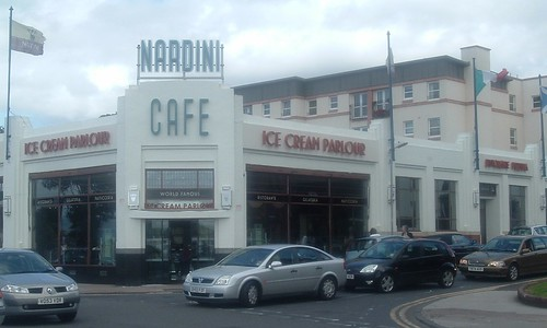 Nardini's Cafe Largs right side