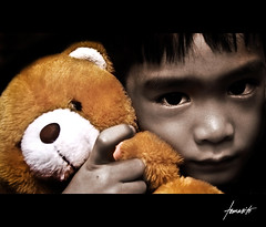 Memories Of Childhood (Tomasito.!) Tags: bear portrait child memories nikond50 explore teddybear littleboy frontpage tomasito