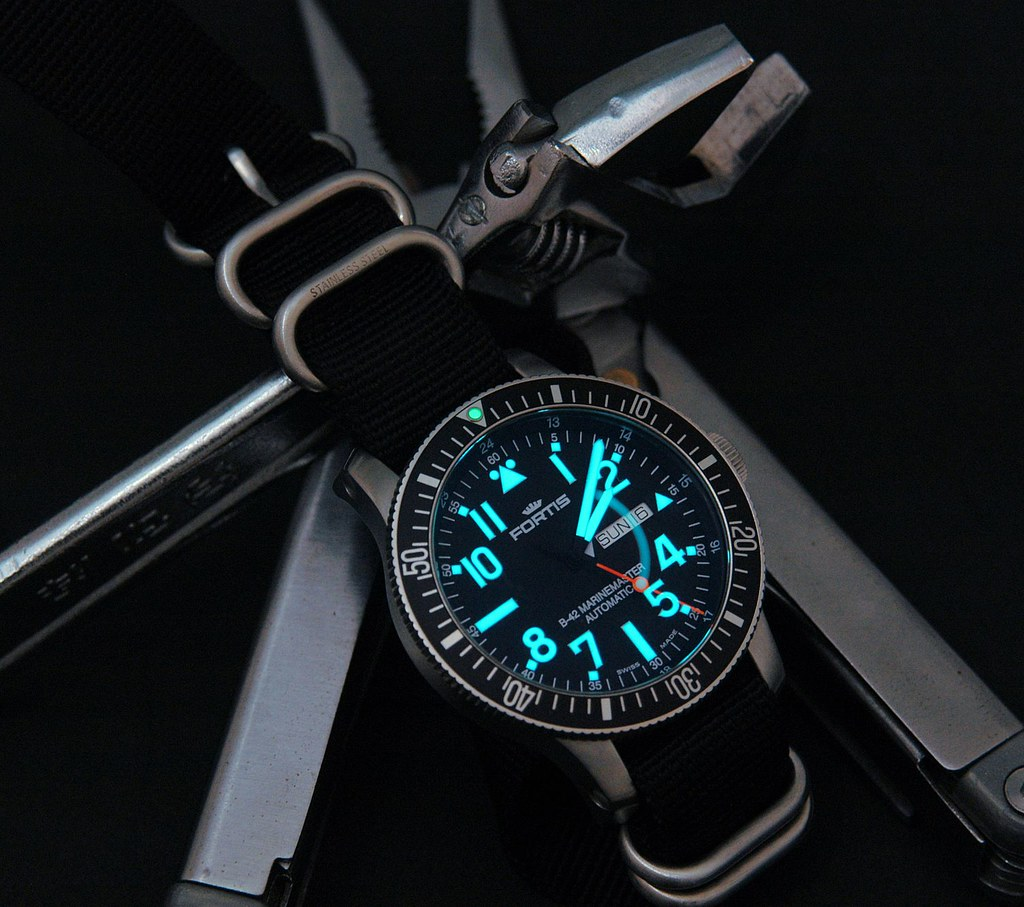 photographing tritium lume watches