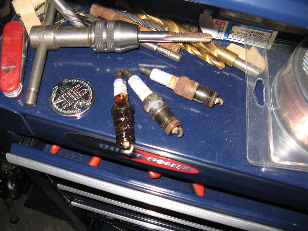 Oil Found Under Cop When Changing Spark Plugs On 54l Expedition 2000 Plug Coil F150 Ford 5 4 Take A Look And Tell Me What You Think