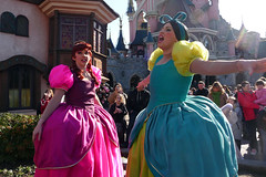 Anastasia and Drizella sing for the crowds