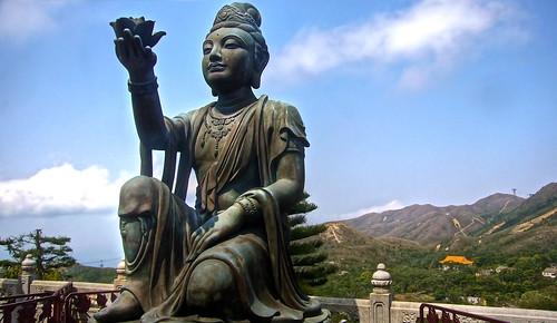 Buddhistic statues praising Tian Tan Buddha