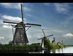 Windmills collection.... at Kinderdijk! (B'Rob) Tags: travel blue light sunset streetart holland color art mill tourism water netherlands windmill dutch azul landscape moulin photography lights photo yahoo google madera rotterdam nikon europe flickr symbol picture nederland thenetherlands windmills tourist colores best powershot unesco molino explore most cielo wikipedia holanda 1224mm kinderdijk alblasserwaard molen olanda mejor tradicin molens zuidholland d300 mulini brob explored brobphoto