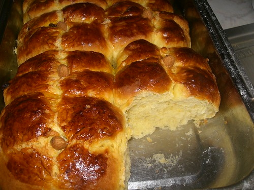 hot cross bun tsoureki