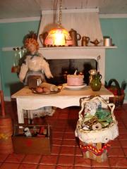 casa de bonecas (Familia Mia) Tags: kitchen table miniature doll basket boneca mesa miniatura dollhouse cesta cesto cestinha casadebonecas caixadeferramentas