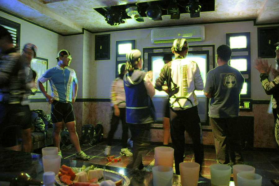 in the karaoke room(4)