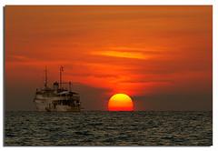Final Sunset Cruise (Nora Carol) Tags: ocean cruise sun ship malaysia sabah malaysianphotographer mywinners kotakinbalu noracarol sonyalpha200 sabahanphotographer borneosunset bigyolk landscapephotographerfromsabah womanlandscapephotographer womaninphotography