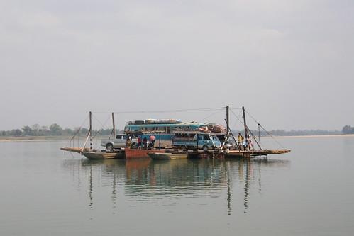 081.湄公河上的「渡輪」