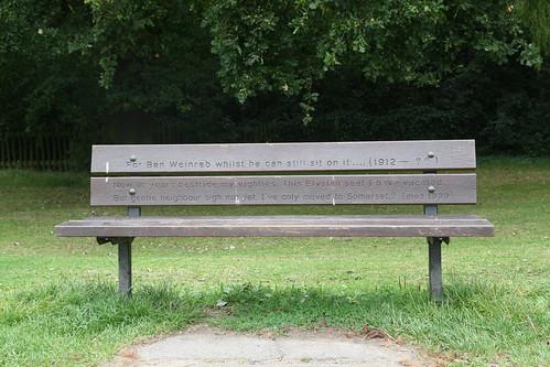 Los bancos del parque Hampstead Heath de Londres – la broma