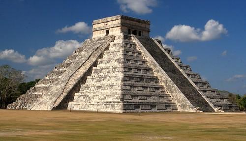 Classic view of El Castillo, the Pyramid of Kukulkan, Chichen Itza