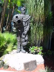 Tarpon Springs, Florida - sponge diver statue (Guenther Lutz) Tags: gulfofmexico statue greek florida impact diver sponge tarponsprings
