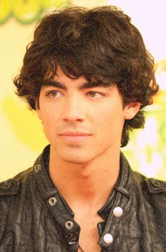 joe jonas new hairstyle. Joe Jonas New Haircut: Joe s