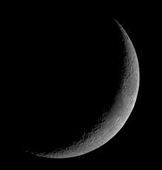 Croissant lunaire de 3 jours / 3 days old crescent moon (Aubred) Tags: moon night lune crescent croissant astronomy nuit astronomie lunaire cratère Astrometrydotnet:status=failed Astrometrydotnet:id=alpha20090428860532