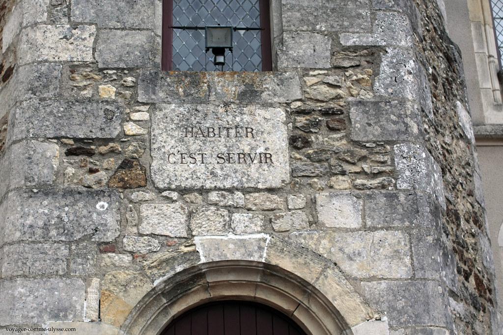 La devise Habiter c'est Servir résume la philosophie de la famille des Maupas, au service du Château