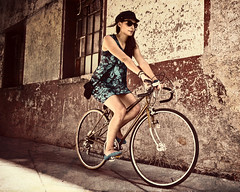 (Stromboly) Tags: street girl fashion bike wheel lady vintage mexico movement dress legs centro moda bicicleta chic velocidad llantas bycicle historico bestportraitsaoi