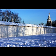 Sunbeam Flowery Wall (JannaPham) Tags: world blue trees winter white snow heritage church wall canon eos shadows russia moscow orthodox kolomenskoye 40d jannapham