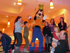 Table Dancing Goofy