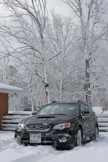 winter snow subaru outback 2009