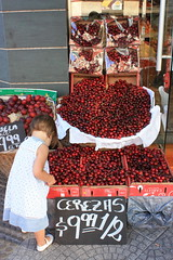 Buenos Aires cherries (rackyross) Tags: red nature argentina fruit rojo cherries shot buenos aires awesome rosso frutta watcher ciliegie blueribbonwinner   flickraward   rotrossorougerood frtua