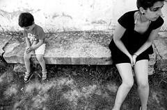 Enfado (Oneras) Tags: david cute sexy girl kid legs skin sisterinlaw bodylanguage thigh thighs angry shorts mad calves hotpants enfadado maialen calve