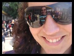 Una Mirada Curiosa (Alberto Jiménez Rey) Tags: school party sun sol glasses mirror la fiesta maria cara cybershot colores niña alberto colegio manuel espejo reflejo rey lucia gafas mirada martinez curiosa rostro faz tapia jimenez dsct200 albjr