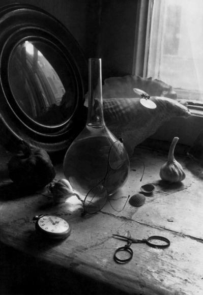 Борис Смелов «Натюрморт с колбой и часами», 1973
