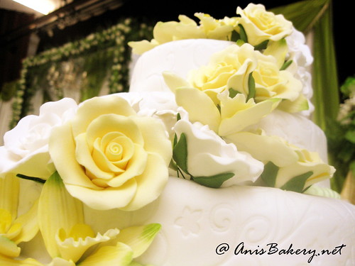 3 tiers fondant wedding cakes