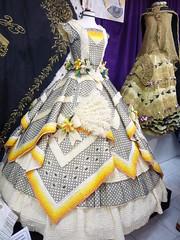 Vestido de papel (targarina) Tags: flores hilo papel cinta vestido falda ganchillo volantes corpiño puntilla plieges museodelpapel