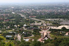 IMG_0572 Wat Doi Kam (ol'pete) Tags: thailand chiangmai canoneos350d เชียงใหม่ ประเทศไทย earthasia watdoikam วัดพระธาตุดอยคำ
