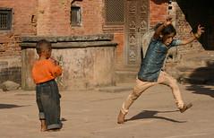 Nepal: bambini che giocano (nepalbaba) Tags: travel nepal children bambini kinder kathmandu enfants viaggio giochi jeux digitalcameraclub anawesomeshot