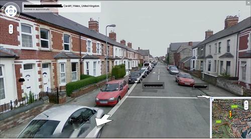 'Car Bach Coch' ar Google Street View