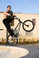 Old School rule (Guillaume Beaubatie) Tags: park bike bmx bowl skate figure trick velo vlo bole ollioules