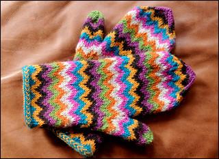 Chevron Stitch Knit In The Round : Ravelry: Chevron Love Mittens pattern by Julia Vesper