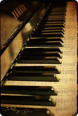 Music to the ears... (Sylvia128) Tags: music texture home vintage piano yamaha musicnote nikond80