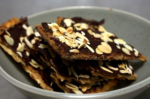 chocolate toffee crack(ers)