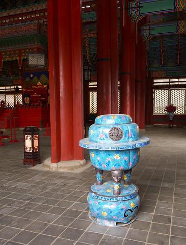 Palace Urn
