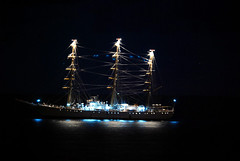 luces sobre aguas (J.L.G.C.) Tags: luz barco canarias tenerife